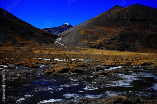 Fotobehang Bergrivier mountain river in tibet