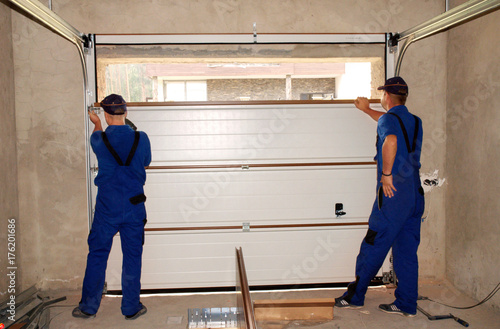 Contractors Installing, Repair, Insulating Garage Door. Garage d