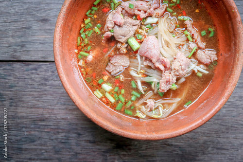 Aluminium Thailand Noodle soup with beef on wood background