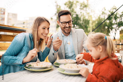 Family enjoying pasta - 176228290