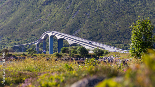 Fototapeta Gimsoystraumen bridge between islands of Austvagoya and Gimsoya.