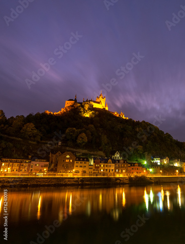 Richsburg Cochem oberhalb vom Weinort Cochem bei Nacht, Hochformat Poster