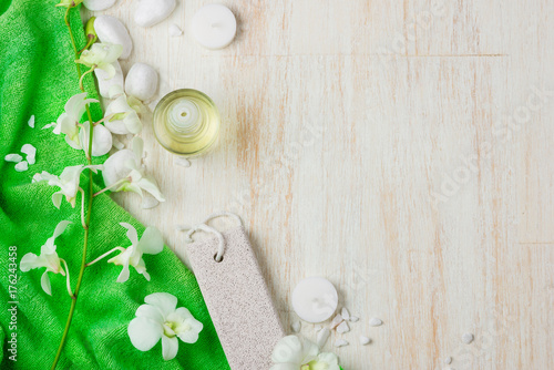 Fotobehang Spa Spa settings. Various items used in spa treatments on white wooden background.
