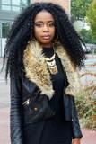 Jeune africaine portant des dreadlocks - 176256275