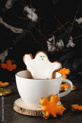 Foto op Aluminium Milkshake Sweet Halloween. Hot cocoa with cookies in the form of ghosts, leaves and pumpkins. Dark background. Space for text.