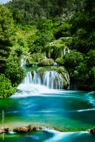 Wasserfall im Krka Nationalpark - 176280297