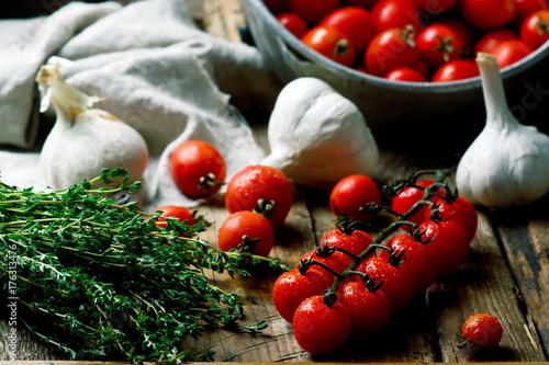 Fotobehang Kersen Fresh, organic cherry tomato on the wooden table.