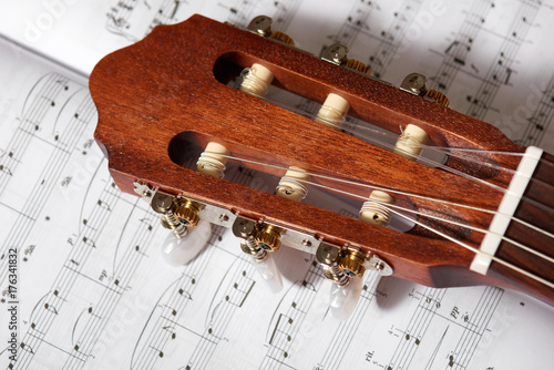 Póster closeup of acoustic guitar on music notes