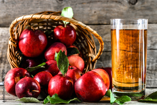 Staande foto Sap Organic apple juice in a glass and delicious apples on table, healthy diet and wellbeing concept