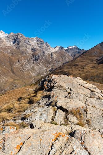 Felsvorsprung in den französischen Alpen oberhab von L'Iseran