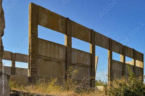 Aluminium Oude verlaten gebouwen Ruin of an old factory