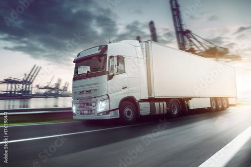 LKW - Transport - Logistik - 176398441