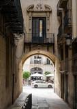 antiche strade di una città spagnola - 176430427