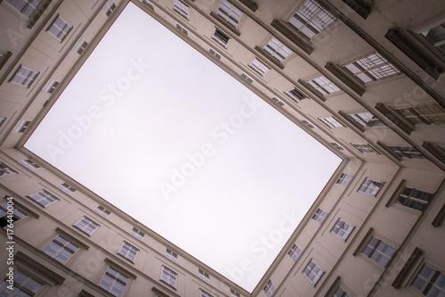 Hinterhof, Blick nach oben