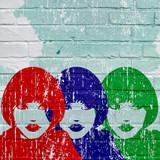 Graffiti, visage rouge, bleu, vert d'une femme - 176495079
