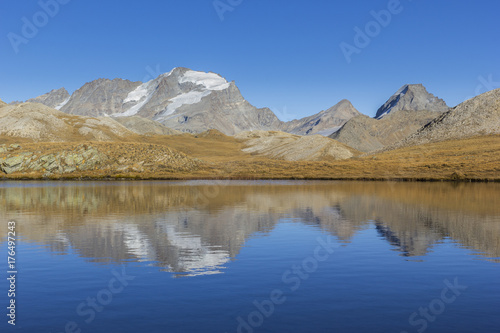 Foto op Plexiglas Bergen Mount Gran Paradiso (4061 m) reflecting in Lake Des Trois Becs - Valsavaranche, Aosta Valley, Italy.