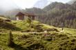 Quadro Wanderweg an einer Berghütte