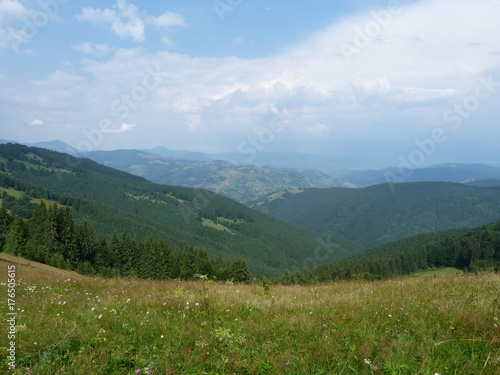 Deurstickers Blauwe hemel The Ukrainian Carpathians. Marmaros ridge.