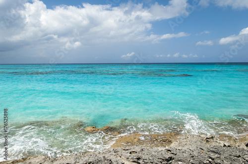 Foto op Canvas Turkoois Caribbean Rocky Beach