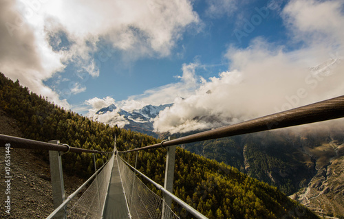 Fotobehang Bleke violet Charles Kuonen Suspension Bridge