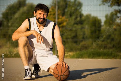 Fotobehang Basketbal smiling basketball player