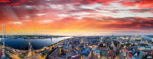 Foto op Plexiglas Panoramafoto s Riga, Latvia. City skyline and river at night - Aerial view