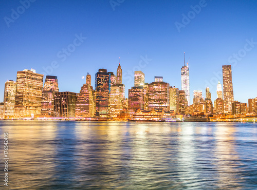 Night panoramic skyline view of Downtown Manhattan плакат