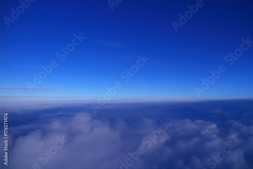 Papiers peints Bleu fonce 鮮やかな青空と雲