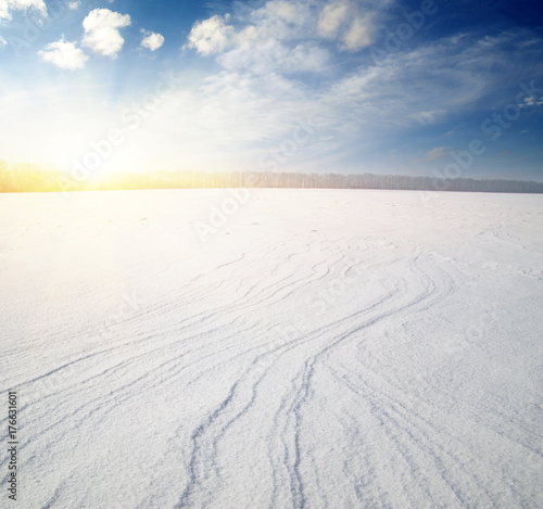 Aluminium Wit Snowcovered fields on blue sky