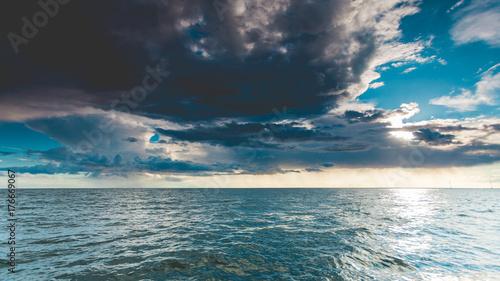 Papiers peints Bleu vert seascape sea horizon and sky.