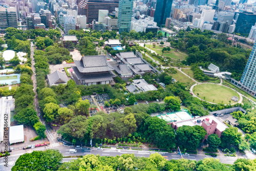 Fotobehang Tokio Green place of center Tokyo,with the famous landmark Tokyo Tower standing tall among crowded skyscrapers under blue sunny sky in Tokyo, Japan. Aerial view of busy Tokyo City. 10 October 2017