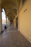 Modena, portici in città - 176693822