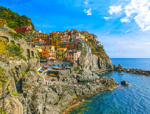 Fotobehang Liguria Colorful traditional houses on a rock over Mediterranean sea, Manarola, Cinque Terre, Italy