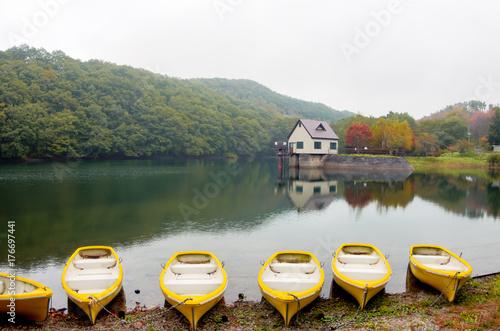 湖とボート