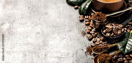 Papiers peints Café en grains Composition of grained and whole coffee