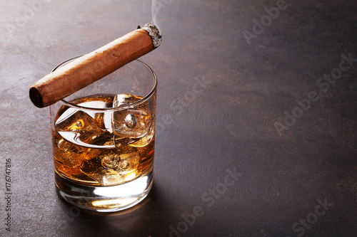 Whiskey with ice and cigar - 176747816