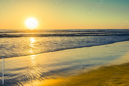 Aluminium San Francisco Bright colors on vacation. Sunset bright sun sets over the horizon. Beautiful beaches of California. South of the USA