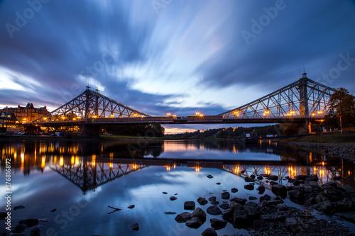 Loschwitzer Brücke zur blaue Stunde