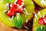 kiwi mit minze und granatapfel - 176828829