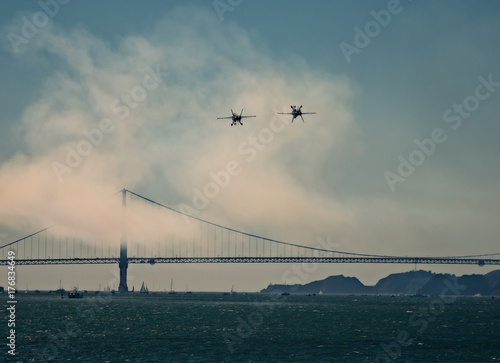 Plexiglas San Francisco San Francisco, California, Estados Unidos. Puente Golden Gate y aviones
