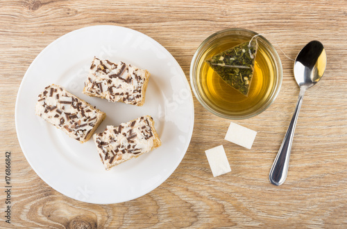 Wall mural Cakes with cream and chocolate chips, tea and sugar