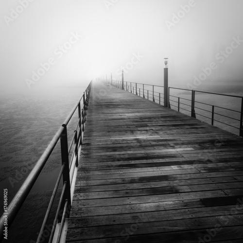 Niebla en Lisboa, Puente Vasco de Gama Poster