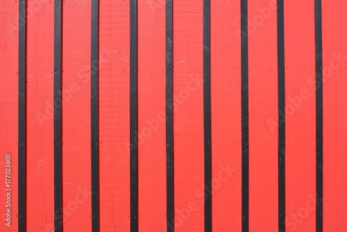 Papiers peints Rouge Façade en bois rouge et noire