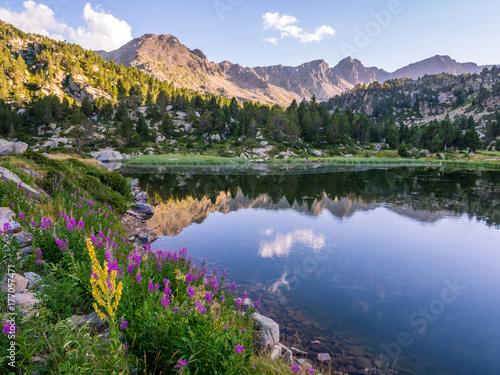 Foto Murales Estany Primer lake in Andorra, Pyrenees Mountains