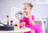 little girl fashionista - 177077614