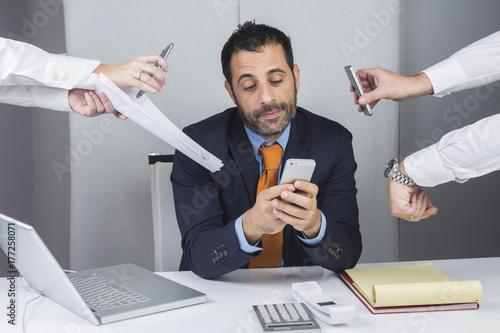 manager durante il lavoro d' ufficio Poster