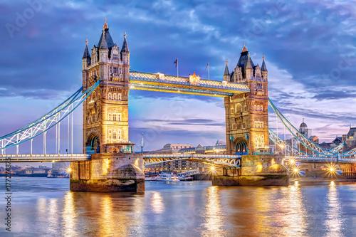 London Tower Bridge bei Nacht