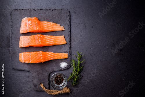 Papiers peints Sushi bar Raw salmon filet on dark slate background