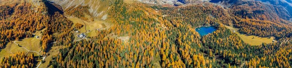 Val di Campo - Engadina (CH) - Vista aerea autunnale del Lago Saoseo e del Rifugio