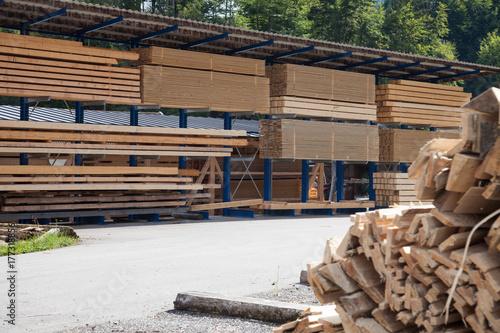 Lager mit Holzlatten einer Sägemühle - 177318856